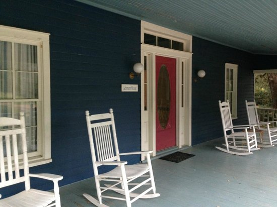 BlissWood Bed and Breakfast Ranch: The Lehmann House Front Porch