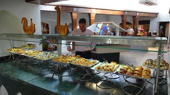 Movenpick Resort Sharm El Sheikh Naama Bay: Buffet