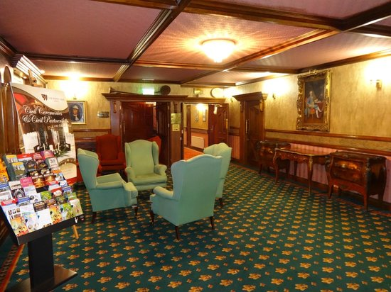 Treacys Oakwood Hotel: inside hotel