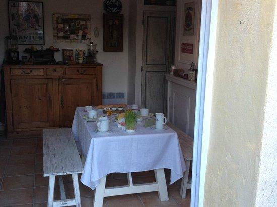La Charlotte Aix en Provence : Outside looking in