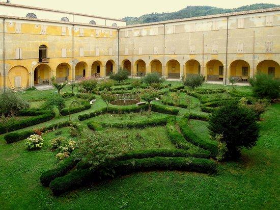 Istituto Emiliani: Giardino e Chiostro