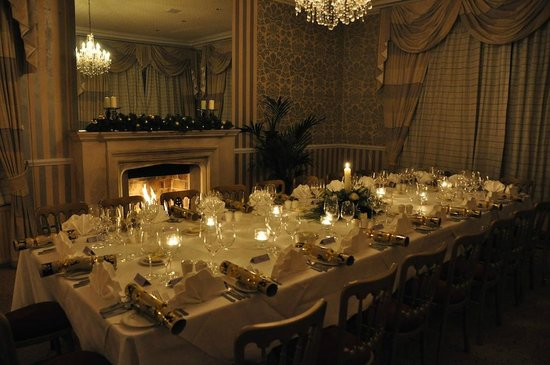 Wrea Head Hall: Amazing Christmas Table in the Rose Room!
