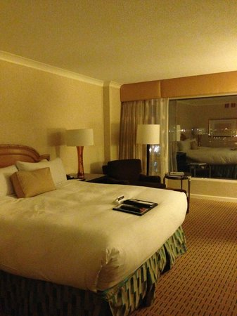 Fairmont Waterfront: Hotel room