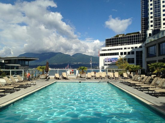 Fairmont Waterfront: Lovely Pool area