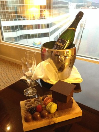 Fairmont Waterfront: Lovely gift from hotel