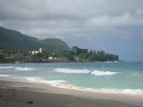 Augerine Guest House : plage de Beauvallon juste devant l'hotel