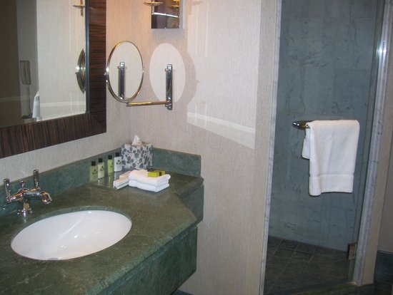 InterContinental Montreal : bathroom 2