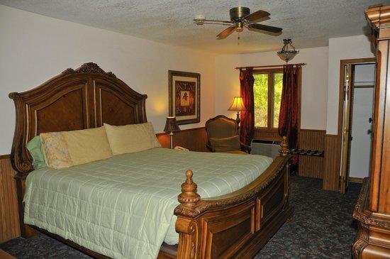 Sylvan Valley Lodge: Standard King Room