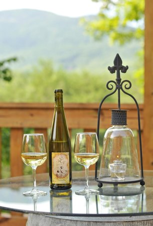 Sylvan Valley Lodge: Springtime Wine in the Terrace Garden