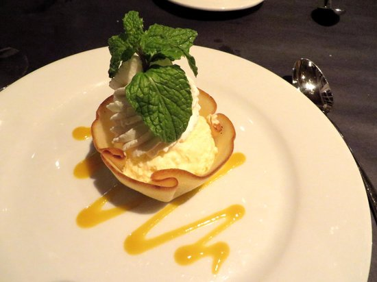 O'Leary's Seafood Restaurant: Key lime mousse tart - a heavenly dessert an so light and refreshing you can handle it even afte