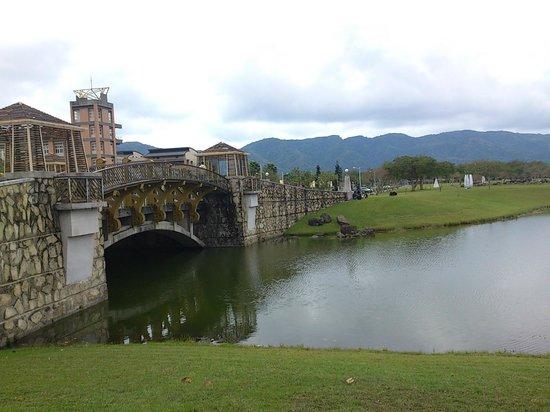 National Dong Hwa University: 湖上有橋