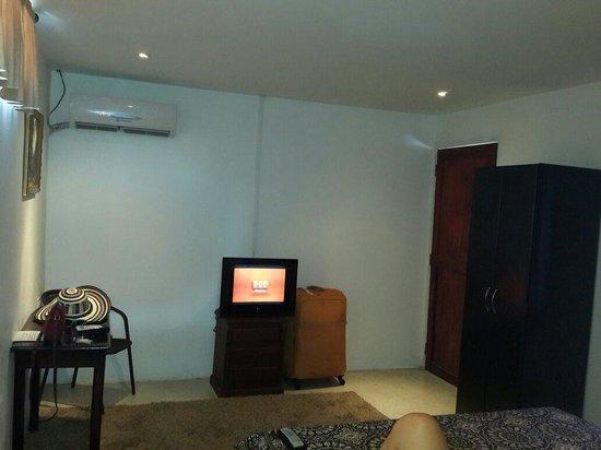 Hotel Casa Alejandria : Habitación con TV, aire y closet