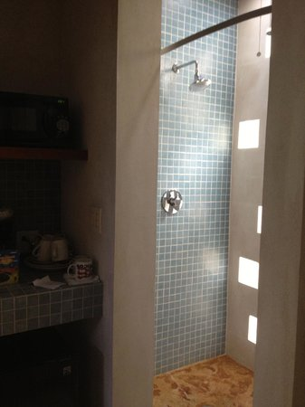 Casa de Amistad: shower