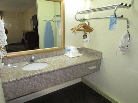 Best Western Point South: Sink area