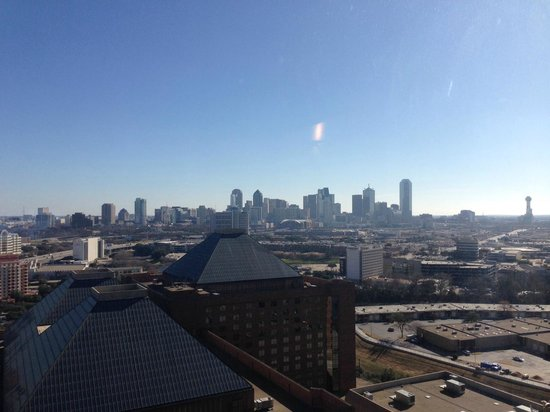 Hilton Anatole: Great view of downtown Dallas from the Executive Lounge