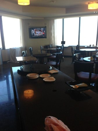 Hilton Anatole: The messy, empty Executive Lounge