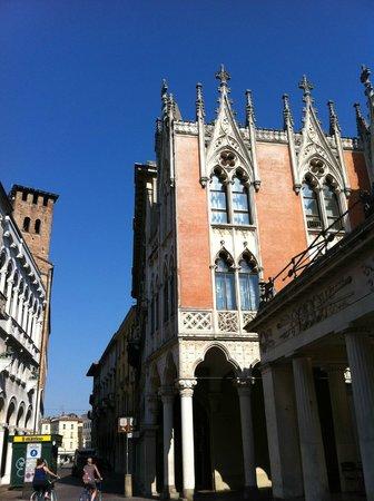 Centro Storico di Padova, Caffe Pedrocchi