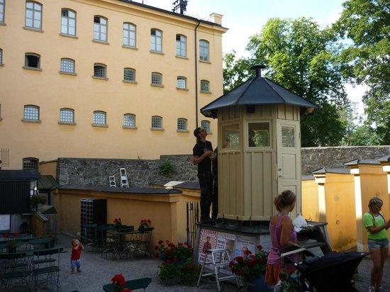 Langholmen Hotell: Кафе в прогулочном дворике