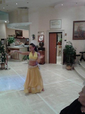 BEST WESTERN David Palace Hotel: Danza del ventre
