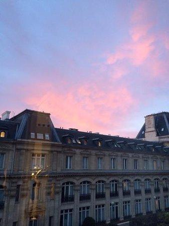 Crowne Plaza Paris Republique: sunrise from our room