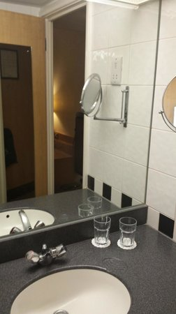 Holiday Inn London - Kings Cross / Bloomsbury: HI Kings Cross/Bloomsbury - Bathroom