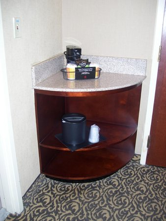 Holiday Inn National Airport / Crystal City: corner area with coffee maker