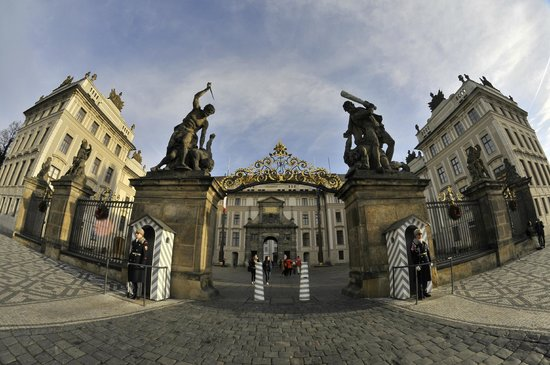 Château de Prague : Главные ворота. Вход в Пражский град