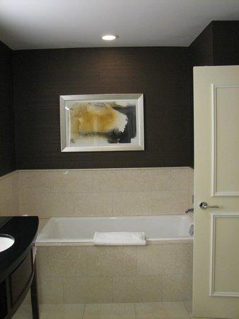 JW Marriott Chicago : Bathroom.
