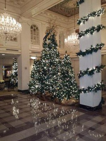 Hotel Monteleone : Lobby during Christmas