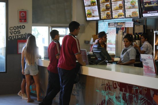 Hotel Plaza Central Canning: fast food close by
