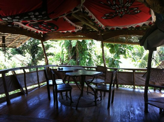 Enigmata Treehouse Ecolodge: Eagles Nest table