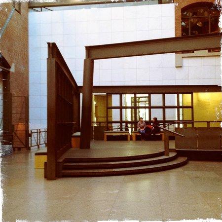 Museo Memorial del Holocausto de Estados Unidos: The lobby