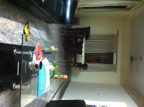 Homestay Serviced Apartments : Lounge and Dining Area