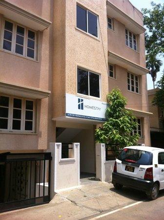 Homestay Serviced Apartments : Outside Entrance