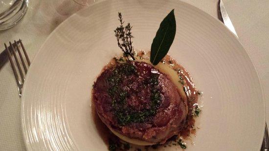 Le Clos des Gourmets : Tête de cochon croustillante, vinaigrette d'herbes fraîches pommes Ratte écrasées au beurre demi