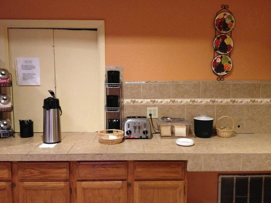 Motel 6 San Antonio - Fiesta Trails: Free Continental Breakfast