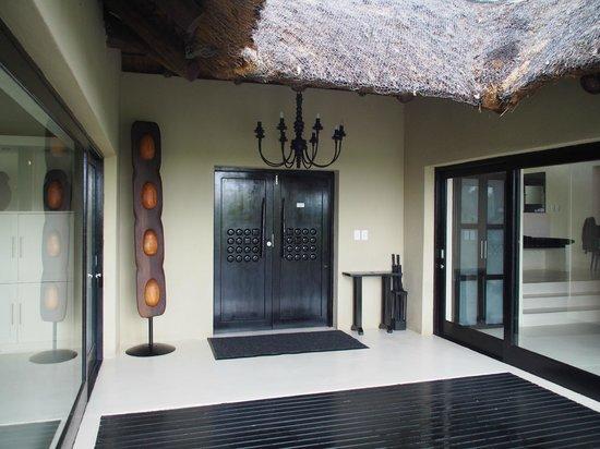 Lion Sands Ivory Lodge: entrance to room (inside)