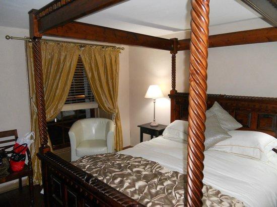 The Falls of Dochart Inn: Bedroom