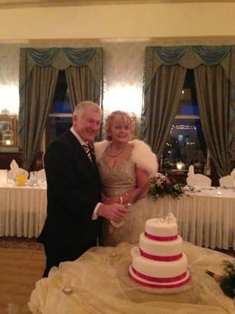 Corick House: Jim and Isobel cutting the cake