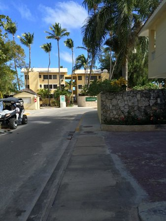 whala!bavaro: This is the short walk to the beach