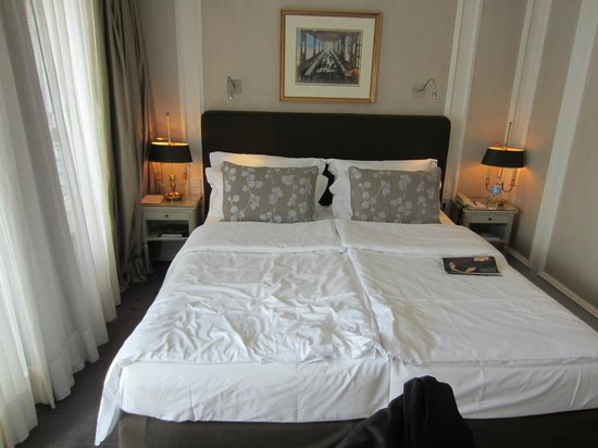 Hotel Muenchen Palace: Bed in room