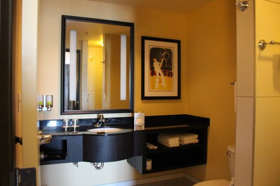 The Maxwell Hotel - A Staypineapple Hotel: bathroom inside room