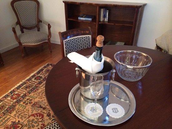Casati Budapest Hotel: Champagne di benvenuto nella suite 51
