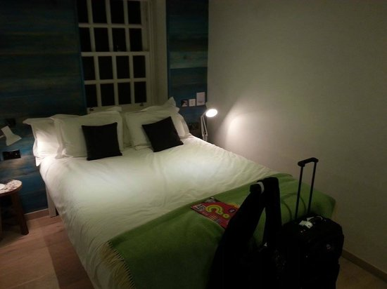 Stay Central Hotel: Nice, cozy room - comfy bed!
