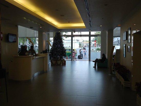 Ibis Pattaya: Reception