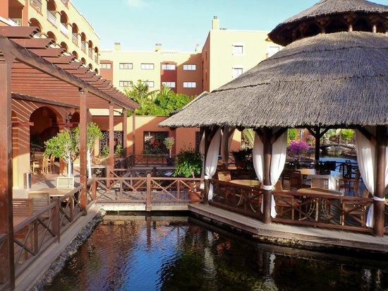 Sheraton Fuerteventura Beach, Golf & Spa Resort : One of the restaurants