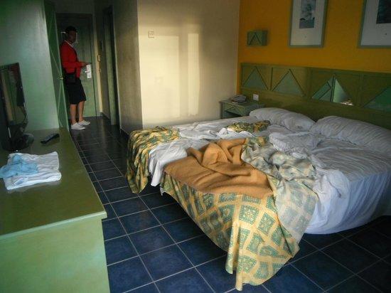 KN Matas Blancas : Zimmer-Service um 19.00 Uhr noch nicht erledigt!!
