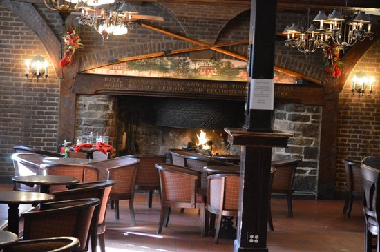 Yankee Doodle Tap Room: the open fire place still works