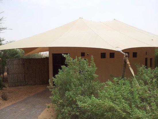 Al Maha, A Luxury Collection Desert Resort & Spa : Extérieur de la suite bédouin