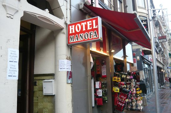 Hotel Manofa: Entrada del hotel.